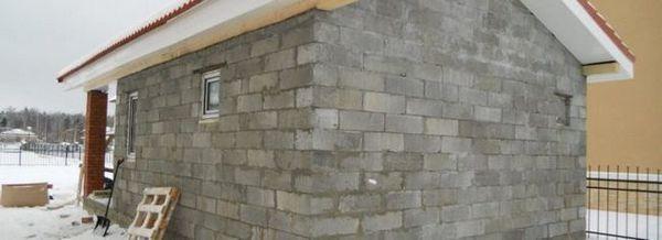 Гордостта на занаятчия на къща: навес от пяна блокове