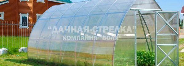 Недостатъците и плюсовете на оранжерията, изработени от клетъчен поликарбонат