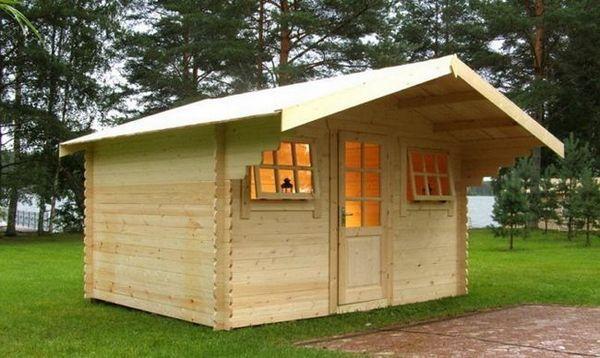 Лека къща от купчина дъски