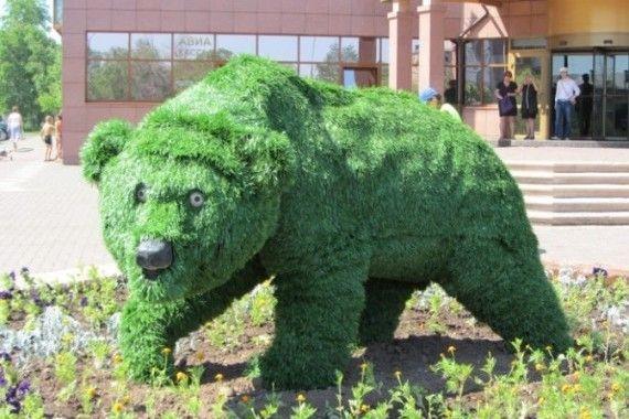 Градински скулптури от растения: достоен заместител на топиара