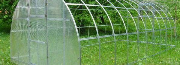 Клетъчен поликарбонат за оранжерии
