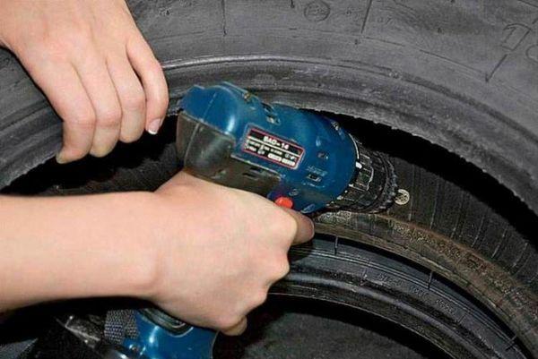 Монтирайте гумени гуми един към друг