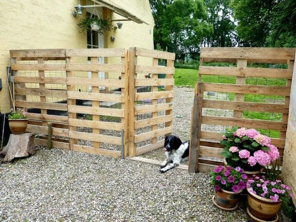 Ограда на дървени палети