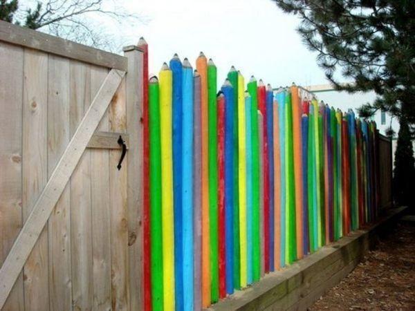 Ограда под формата на цветни карнадази