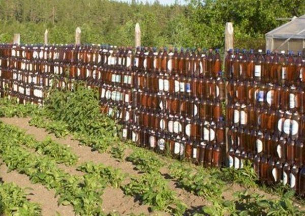 Ограда от пластмасови бутилки